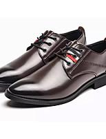 Недорогие -Муж. Комфортная обувь Полиуретан Осень Деловые Туфли на шнуровке Нескользкий Черный / Коричневый