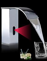 Недорогие -Ванная раковина кран - Датчик Хром / Начищенная бронза Свободно стоящий Руки свободно одно отверстиеBath Taps / Латунь
