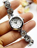 Недорогие -Жен. Нарядные часы Наручные часы Кварцевый Повседневные часы Cool сплав Группа Аналоговый Элегантный стиль минималист Серебристый металл - Серебряный