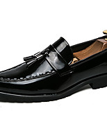 Недорогие -Муж. Официальная обувь Лакированная кожа Весна & осень Деловые / Английский Мокасины и Свитер Нескользкий Черный
