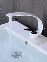 Недорогие -Ванная раковина кран - Творчество Окрашенные отделки / черный По центру Одной ручкой одно отверстие