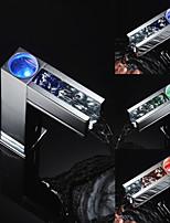 Недорогие -автоматический кран водопад бассейна холодный горячий 3 цвет датчика из светодиодов свет кран кран для ванной комнаты смеситель для воды кран смесители для ванны