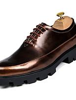 Недорогие -Муж. Комфортная обувь Полиуретан Осень На каждый день Туфли на шнуровке Высота возрастающей Черный / Серебряный / Красный