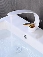 Недорогие -смеситель для раковины - креативное золото / окрашенная отделка centerset с одной ручкой, смесители для ванны на одно отверстие