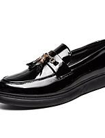 Недорогие -Муж. Комфортная обувь Полиуретан Осень На каждый день Мокасины и Свитер Нескользкий Белый / Черный