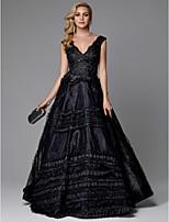 baratos -Linha A Decote V Cauda Escova Renda / Tule Evento Formal Vestido com Miçangas / Aplicação de renda de TS Couture®