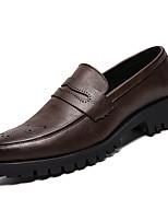 Недорогие -Муж. Комфортная обувь Полиуретан Зима Деловые Мокасины и Свитер Нескользкий Черный / Коричневый