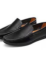 Недорогие -Муж. Комфортная обувь Кожа Весна Деловые Мокасины и Свитер Дышащий Белый / Черный / Коричневый