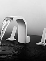 Недорогие -Ванная раковина кран - Водопад / Широко распространенный / Новый дизайн Окрашенные отделки Разбросанная Две ручки три отверстияBath Taps