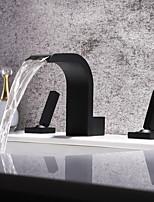 Недорогие -Ванная раковина кран - Водопад / Широко распространенный / Новый дизайн черный Разбросанная Две ручки три отверстияBath Taps
