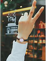 abordables -Femme Montre Bracelet Quartz Noir / Blanc / Rouge 30 m Etanche Mignon Analogique Décontracté Mode - Beige Marron Rouge