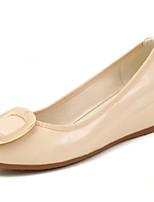 Недорогие -Жен. Лакированная кожа Лето На каждый день / Минимализм Обувь на каблуках Туфли на танкетке Круглый носок Черный / Красный / Миндальный