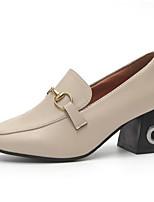 Недорогие -Жен. Полиуретан Лето Милая / Минимализм Обувь на каблуках На толстом каблуке Квадратный носок Заклепки Черный / Бежевый