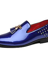 Недорогие -Муж. Официальная обувь Лакированная кожа Весна & осень На каждый день / Английский Мокасины и Свитер Нескользкий Черный / Красный / Синий / Для вечеринки / ужина