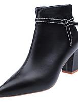Недорогие -Жен. Полиуретан Зима Минимализм Обувь на каблуках На толстом каблуке Заостренный носок Черный / Бежевый