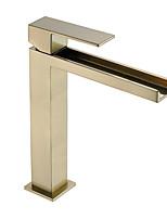 Недорогие -Ванная раковина кран - Водопад / Новый дизайн Матовый Настольная установка Одной ручкой одно отверстиеBath Taps