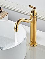 Недорогие -Ванная раковина кран - Широко распространенный Золотой По центру Одной ручкой одно отверстиеBath Taps