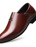 Недорогие -Муж. Комфортная обувь Микроволокно Весна & осень На каждый день Мокасины и Свитер Черный / Коричневый