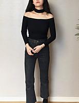 Недорогие -женская тонкая футболка - сплошного цвета с плеча