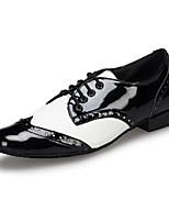 Недорогие -Муж. Обувь для латины Кожа Кроссовки На плоской подошве Персонализируемая Танцевальная обувь Черно-белый / Черный / Красный