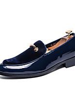 Недорогие -Муж. Комфортная обувь Лакированная кожа Весна лето На каждый день Мокасины и Свитер Нескользкий Черный / Темно-синий