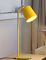 Недорогие -Простой Декоративная Настольная лампа Назначение Спальня / кафе Металл 220 Вольт