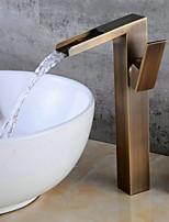 Недорогие -Ванная раковина кран - Широко распространенный / Новый дизайн Старая латунь Свободно стоящий Одной ручкой одно отверстиеBath Taps
