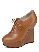 Недорогие -Жен. Наппа Leather Весна Милая / Минимализм Обувь на каблуках Туфли на танкетке Заостренный носок Черный / Коричневый