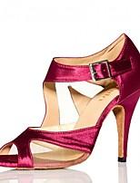 Недорогие -Жен. Обувь для латины Сатин Сандалии / На каблуках Пряжки Тонкий высокий каблук Персонализируемая Танцевальная обувь Темно-красный
