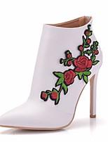 Недорогие -Жен. Кружева / Полиуретан Весна & осень Милая Свадебная обувь На шпильке Заостренный носок Ботинки Цветы из сатина Белый / Свадьба