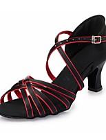 Недорогие -Жен. Обувь для латины Шёлк На каблуках Ленты Толстая каблук Танцевальная обувь Черный / Красный