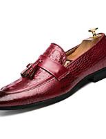 Недорогие -Муж. Комфортная обувь Полиуретан Весна На каждый день Мокасины и Свитер Дышащий Черный / Красный / С кисточками