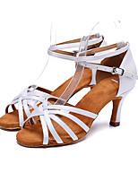 """Недорогие -Жен. Обувь для латины Сатин На каблуках Пряжки Каблук """"Клеш"""" Персонализируемая Танцевальная обувь Белый"""