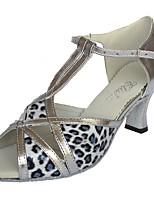 Недорогие -Жен. Обувь для латины Кожа Сандалии Кубинский каблук Персонализируемая Танцевальная обувь Серебряный