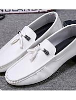 Недорогие -Муж. Комфортная обувь Полиуретан Весна Мокасины и Свитер Белый / Черный / Красный