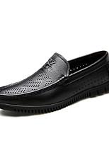 Недорогие -Муж. Комфортная обувь Кожа Весна Мокасины и Свитер Черный / Коричневый
