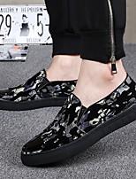 Недорогие -Муж. Комфортная обувь Кожа Весна & осень Мокасины и Свитер Черный / Черный / Красный