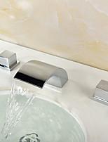 Недорогие -Ванная раковина кран - Водопад Хром Разбросанная Две ручки три отверстияBath Taps