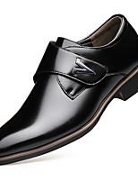 Недорогие -Муж. Официальная обувь Полиуретан Весна Мокасины и Свитер Черный / Коричневый