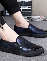 Недорогие -Муж. Комфортная обувь Кожа Весна Мокасины и Свитер Черный / Черный / Красный / Черный / синий