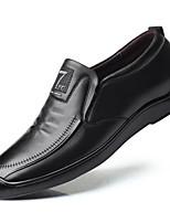 Недорогие -Муж. Комфортная обувь Кожа Осень Мокасины и Свитер Черный / Коричневый