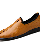 Недорогие -Муж. Комфортная обувь Полиуретан Весна Мокасины и Свитер Черный / Коричневый