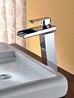 Недорогие -Ванная раковина кран - Водопад / LED Хром Свободно стоящий Одной ручкой Два отверстияBath Taps / Нержавеющая сталь