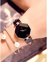 Недорогие -Жен. Наручные часы Кварцевый Кожа Черный / Белый / Синий Защита от влаги Новый дизайн Аналоговый Мода Цветной - Лиловый Красный Синий