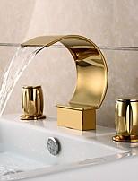 Недорогие -Ванная раковина кран - Водопад Ti-PVD Разбросанная Две ручки три отверстияBath Taps
