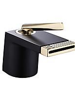 Недорогие -Ванная раковина кран - Водопад Хром / Ti-PVD / Окрашенные отделки По центру Одной ручкой одно отверстиеBath Taps