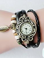 Недорогие -2шт мода ретро ручной кожаный браслет аналоговый кварцевые наручные часы с подвеской листьев (черный + белый)