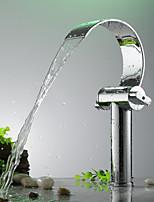Недорогие -Ванная раковина кран - Водопад Электропокрытие Свободно стоящий Две ручки одно отверстиеBath Taps