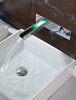 Недорогие -Ванная раковина кран - Водопад / LED Хром На стену Одной ручкой Два отверстияBath Taps