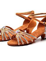 Недорогие -Девочки Танцевальная обувь Сатин Обувь для латины Лак / Пряжки / Кристаллы На каблуках Толстая каблук Черный / Коричневый